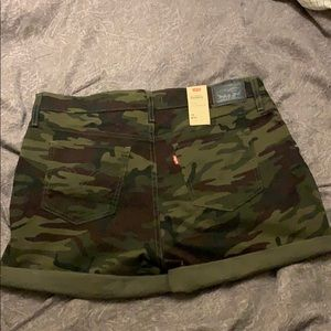 Levi's Mid-Length Military print shorts *NWT*